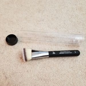 NEW IT Cosmetic Angle Triangle Foundation Brush